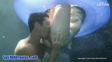 Babe is fucked underwater until oral sex is done (360p)