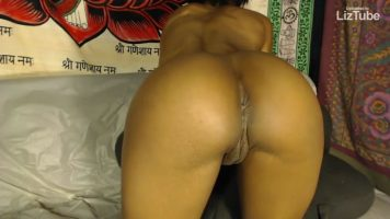 Ebony Spreading Her Butt Buttocks (720p)